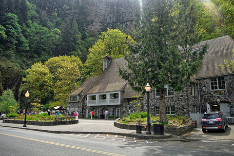 Picture of the Multnomah Falls Lodge